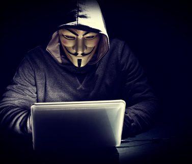 Anonymous lanza un ataque contra la web del Tribunal Constitucional